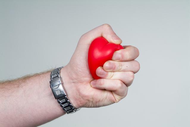 女性心臟病發作的6種症狀-有這些症狀不要遲疑立刻就醫!